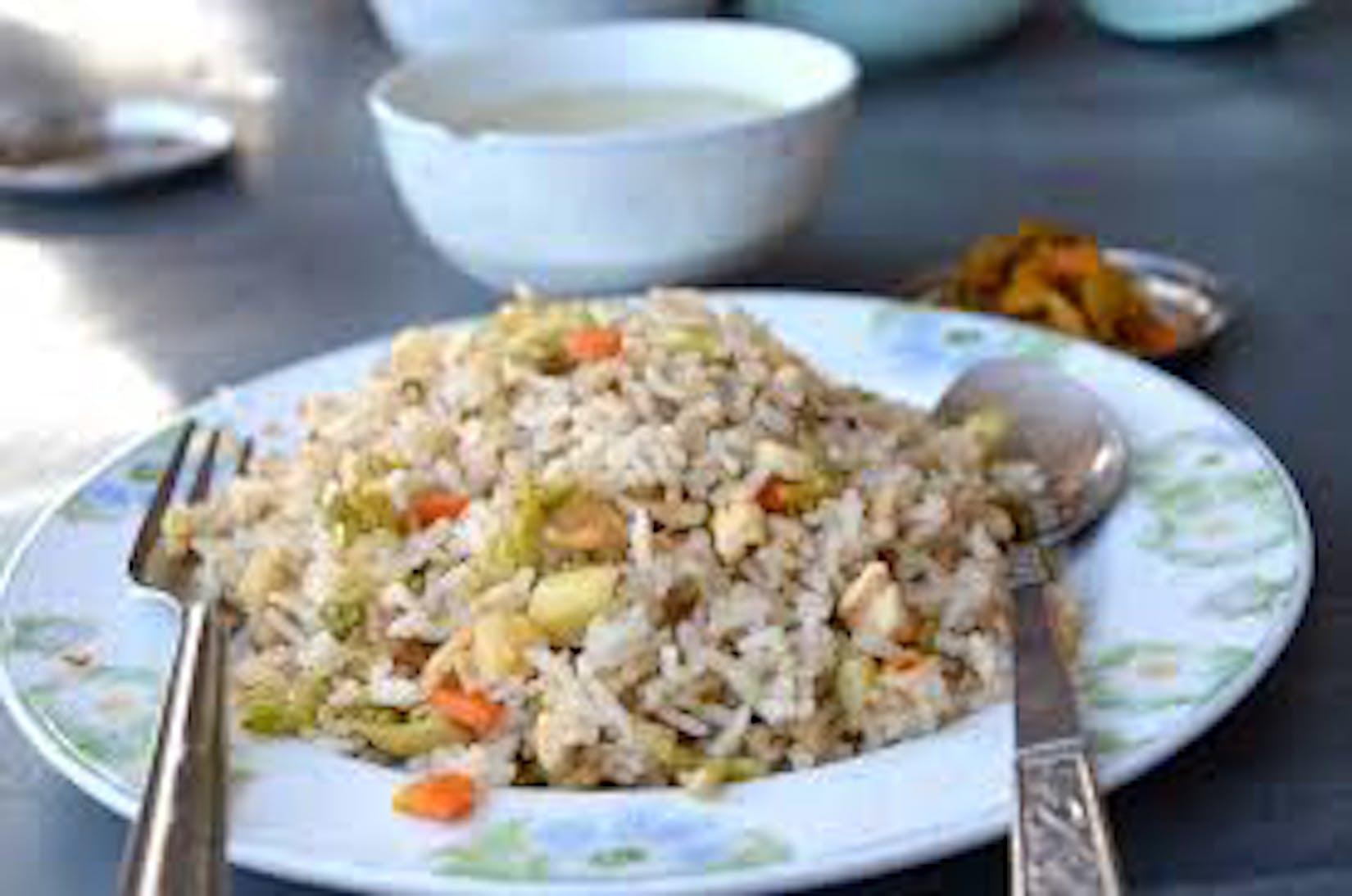 Saung Yeik Mon Restaurant | yathar