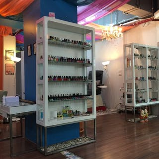 Squeeze Me Nail Spa   Beauty