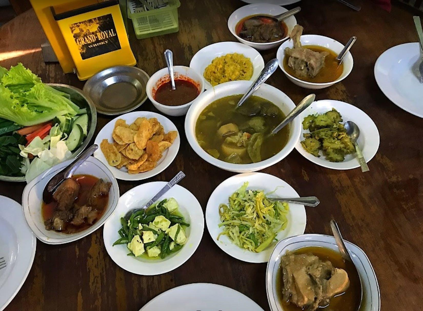 Daw Pyone Myanmar Restaurant | yathar