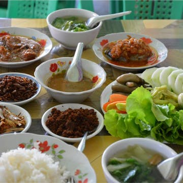 Zwe Cafe & Myanmar Food photo by Kyaw Win Shein  | yathar