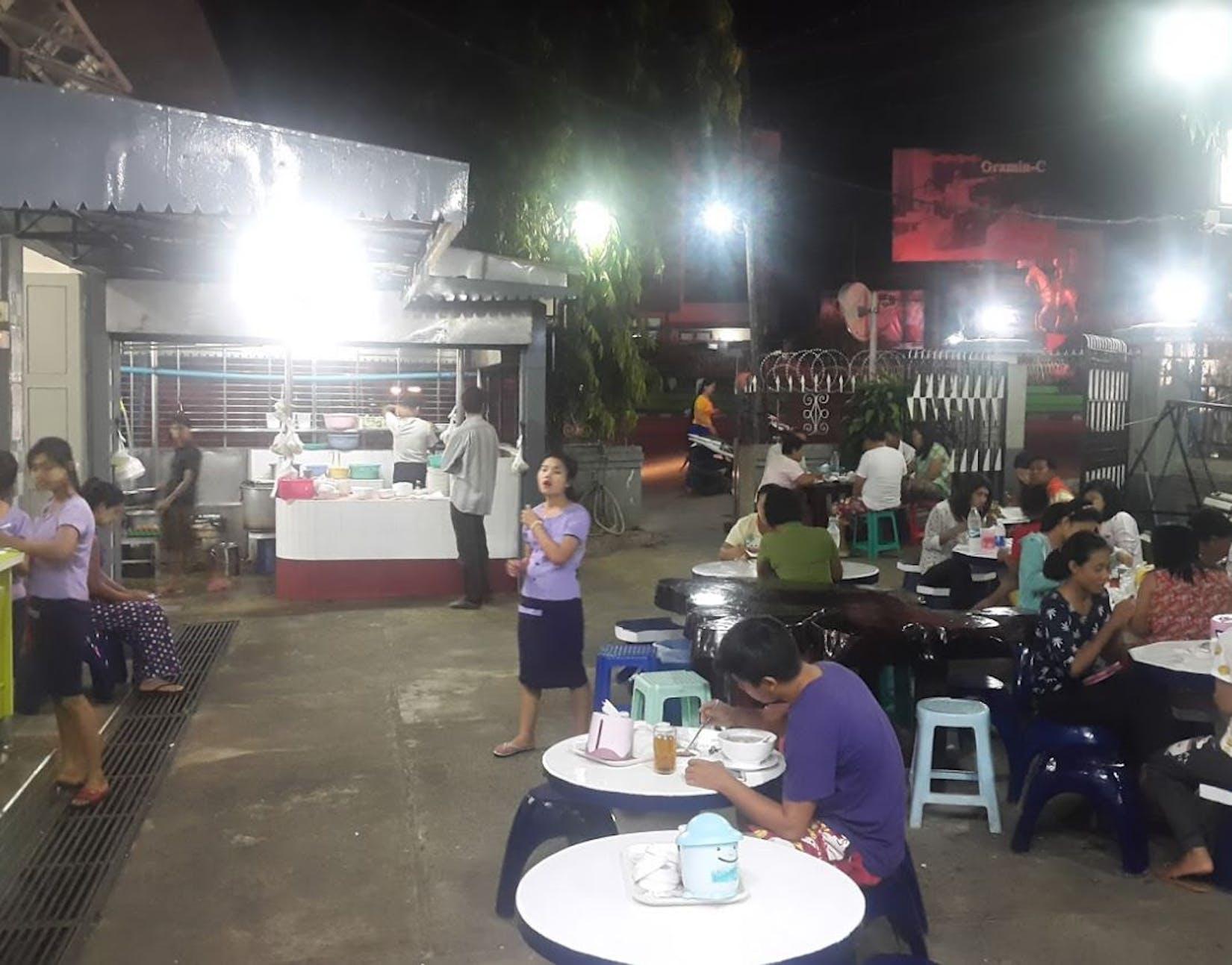 Karaweik Restaurant | yathar