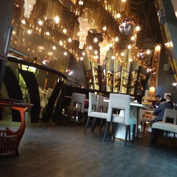 GIZA Bar & Restaurant photo by Kyalsin Thoon Hsu  | yathar