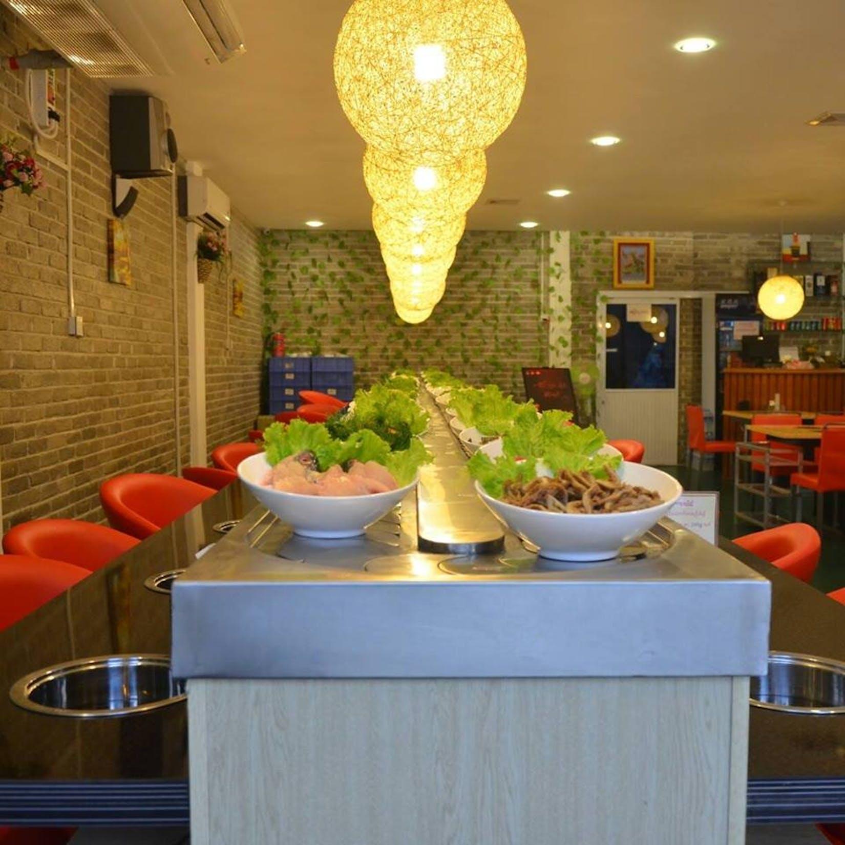 YUMMY Rotating Buffet Hot Pot &BBQ | yathar
