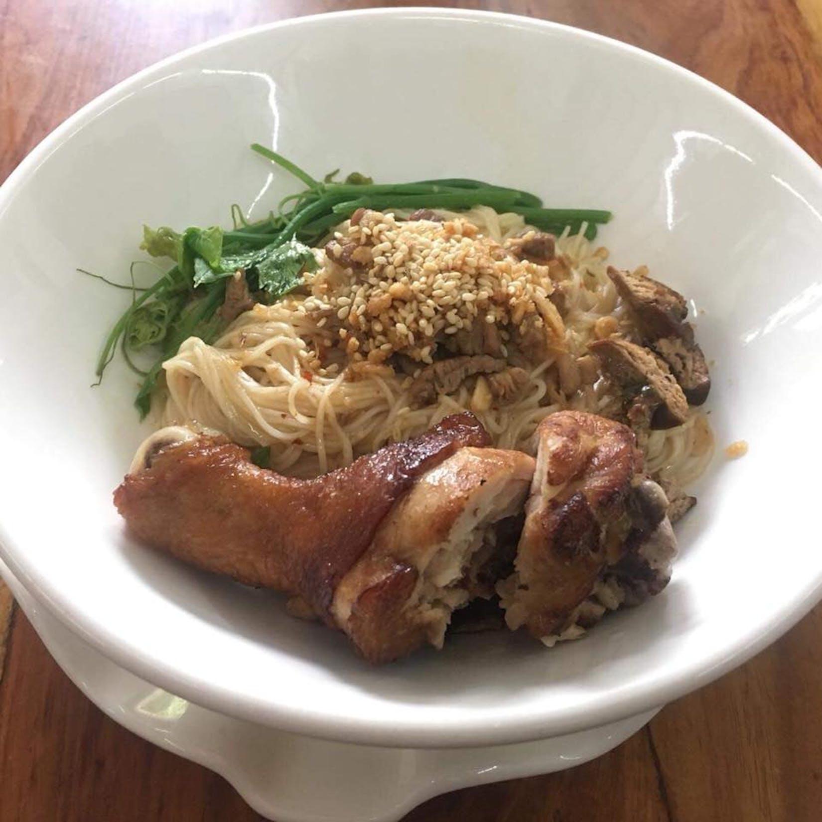 Mon Thai Food & Cafe | yathar