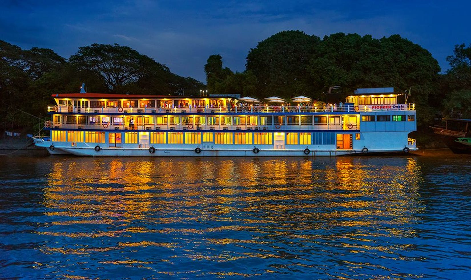 Pioneer  Oasis Floating Hotel, Bar & Restaurant | yathar