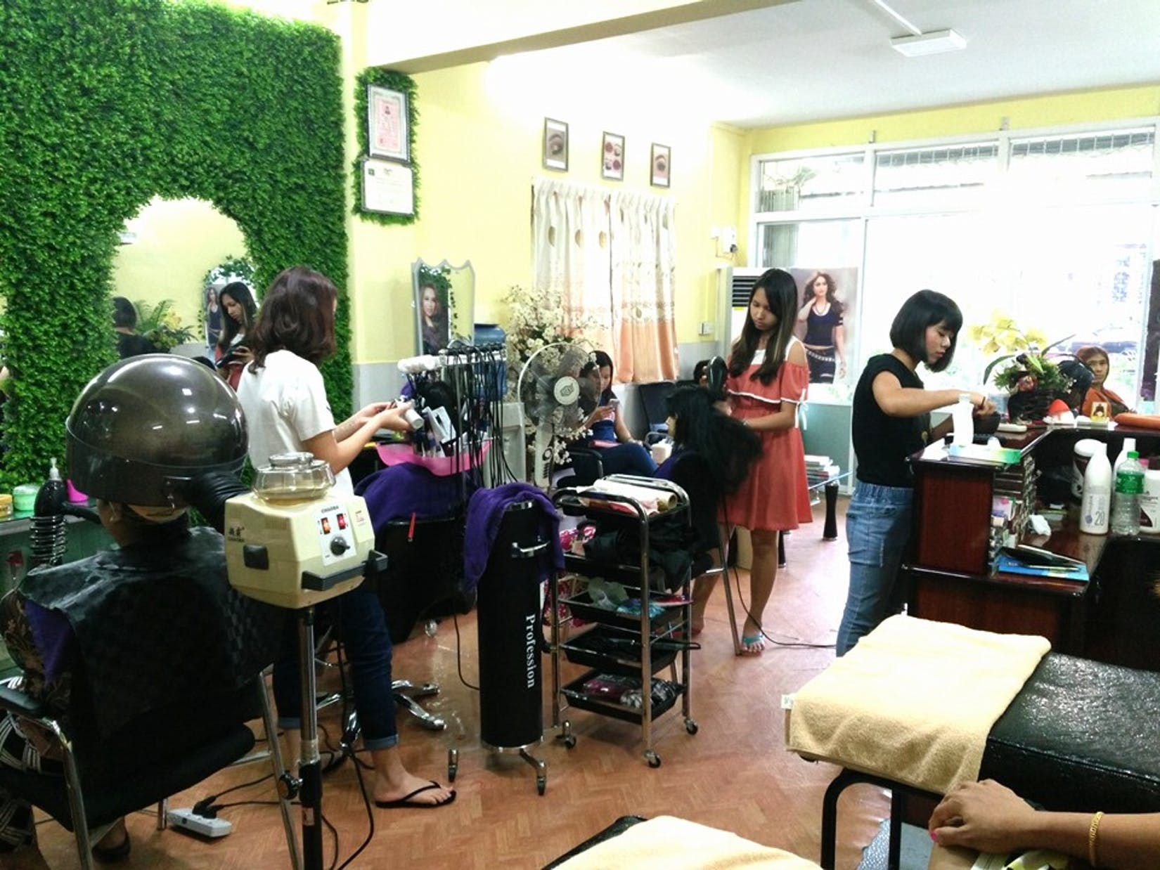 Cherry Unisex Hair & Beauty Saloon | Beauty