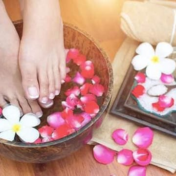 Gold Finger Foot Massage photo by Kyaw San  | Beauty