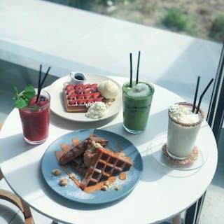Skoop Beach Café   yathar
