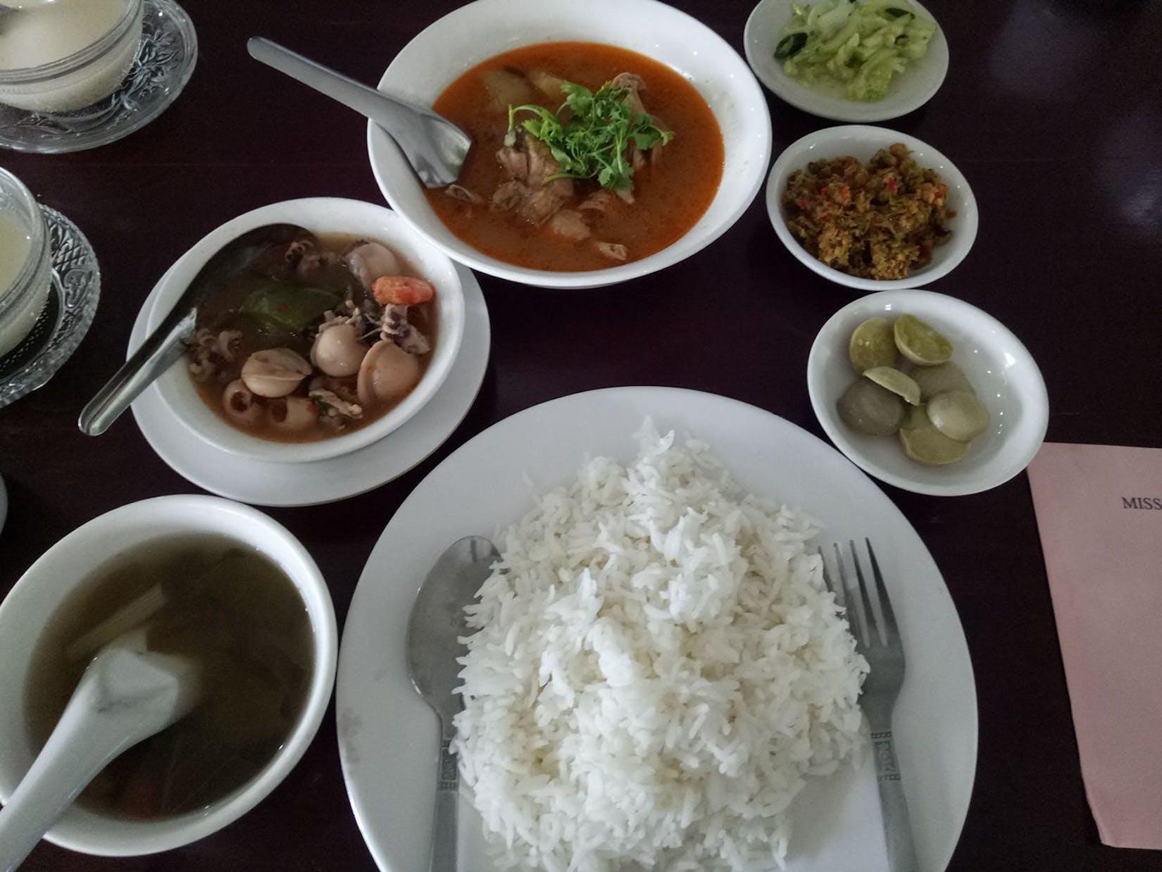 Khaing Khaing Kyaw Traditional Restaurant | yathar
