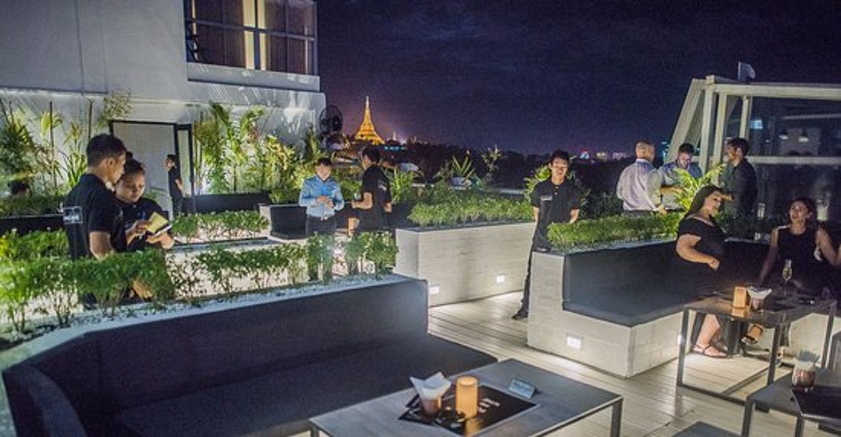 The Penthouse Restaurant - Skybar - Lounge   yathar