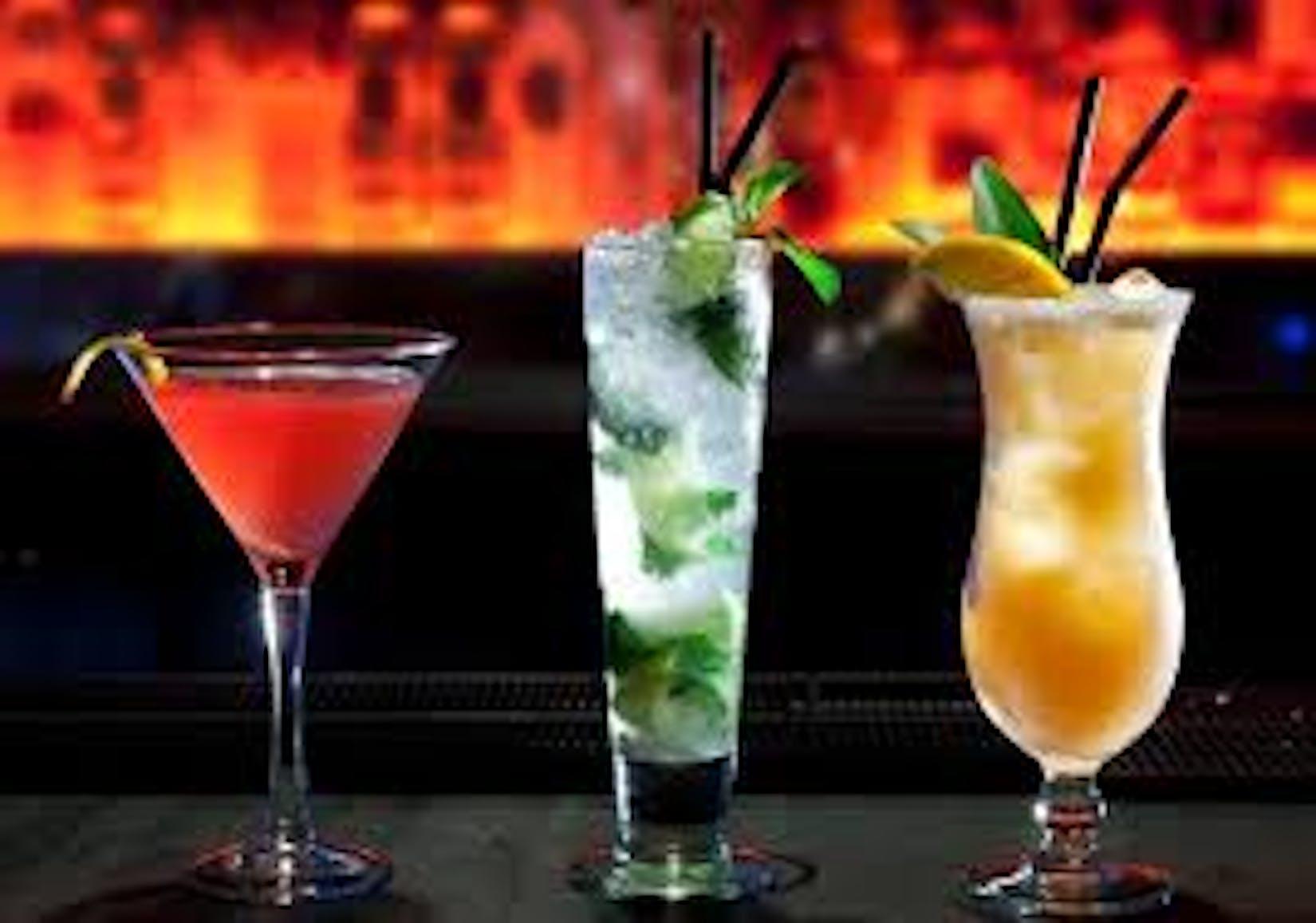 LlVE Bar & Restaurant | yathar